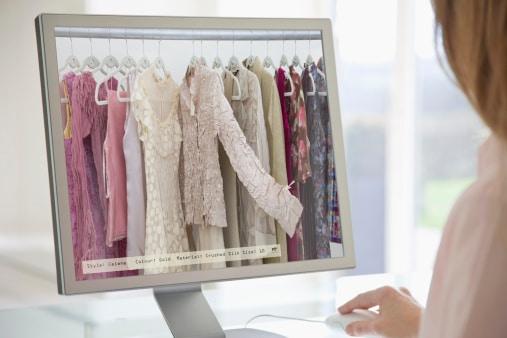 El E-Commerce ayuda a las empresas a poder abrir un nuevo canal de distribución y venta de sus productos en el que los clientes pueden comprar desde dónde quieran y en cualquier momento